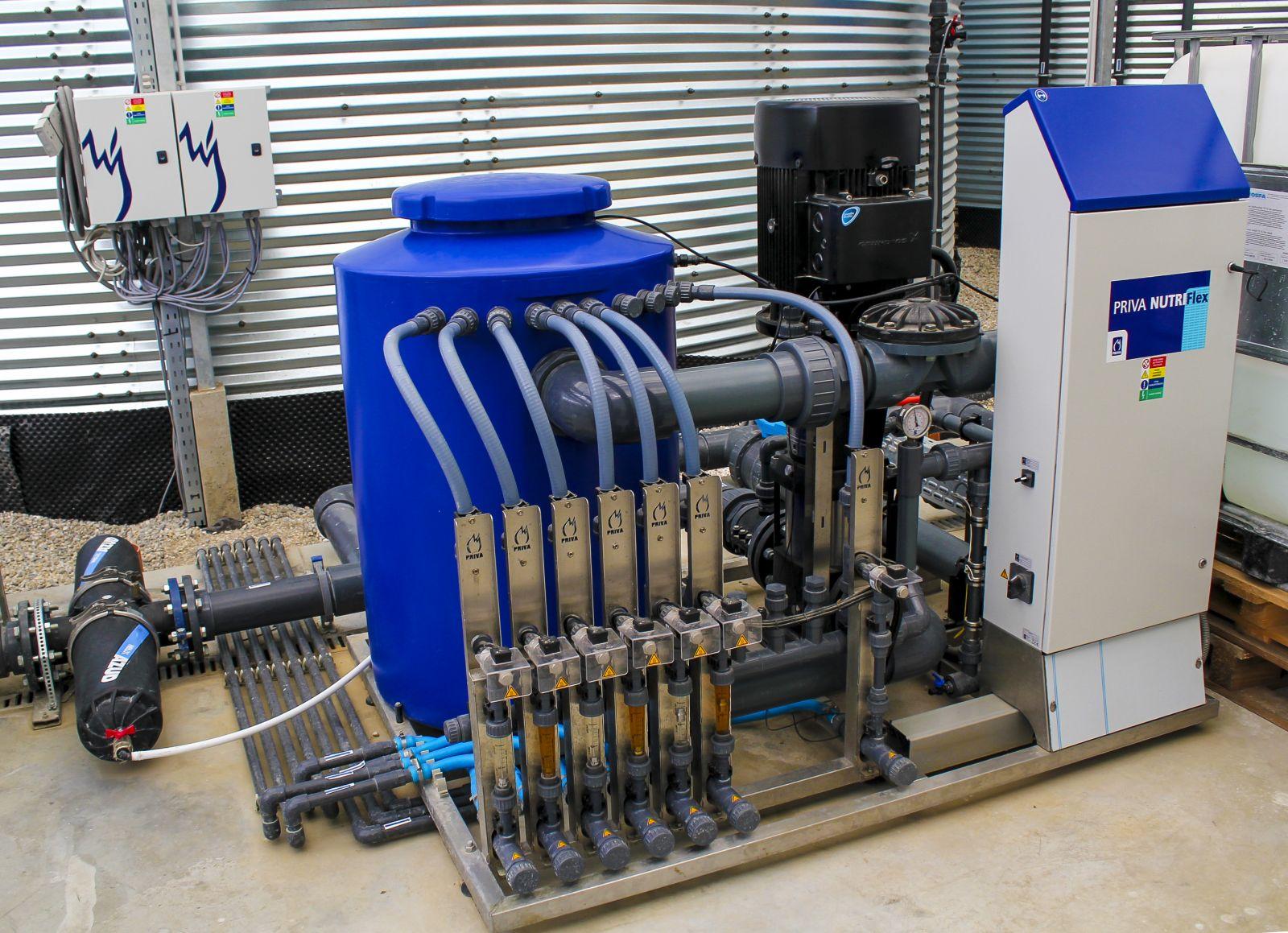 Zavlažovanie a zabezpečenie výživových látok pre skleník alebo fóliovník